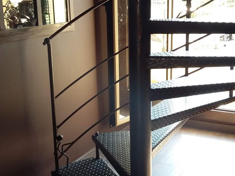 Escalier Alpes-Maritimes création artisanal Nice 06 paca ferronnerie métal hélicoïdale