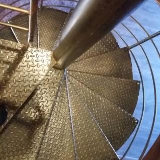 création Alpes-Maritimes ferronnerie artisanal hélicoïdale métal Nice 06 paca Escalier
