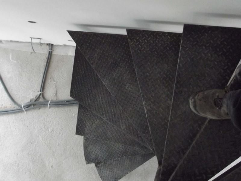 création Alpes-Maritimes hélicoïdale métal ferronnerie artisanal paca Escalier Nice 06