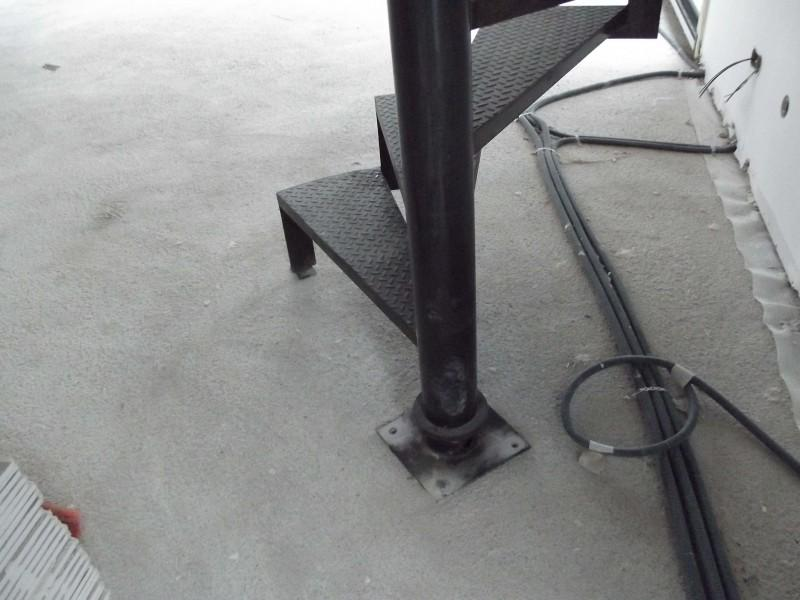 ferronnerie création Alpes-Maritimes artisanal Escalier paca Nice 06 hélicoïdale métal
