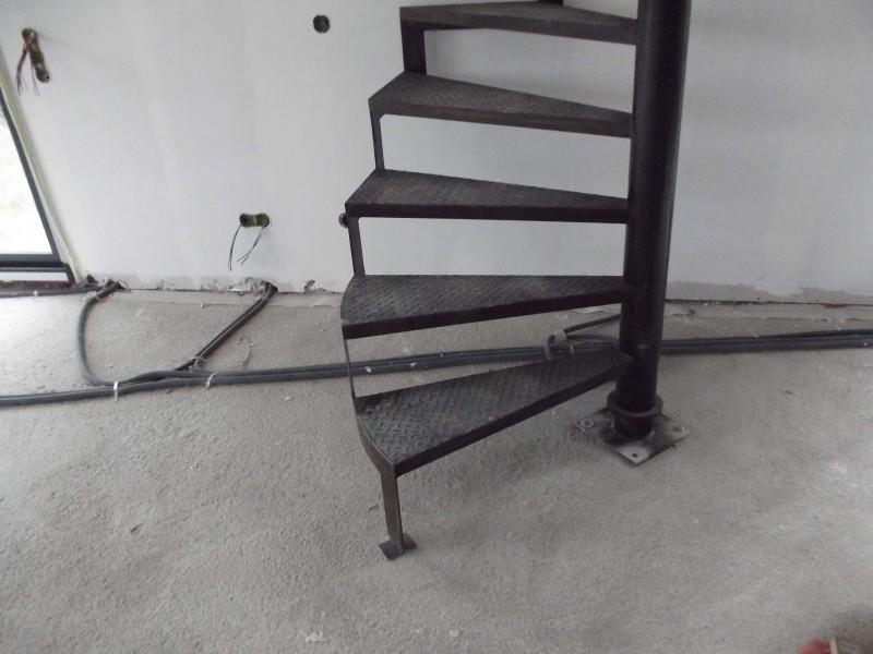 ferronnerie paca création Alpes-Maritimes artisanal Escalier Nice 06 hélicoïdale métal