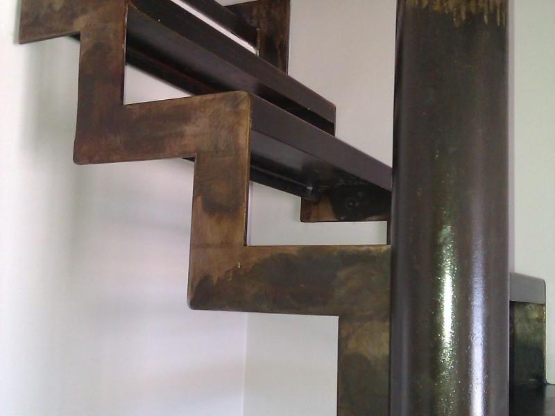 Alpes-Maritimes paca Escalier métal Nice création artisanal 06 hélicoïdale ferronnerie