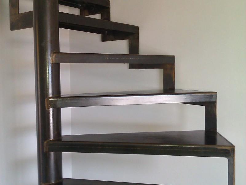 Alpes-Maritimes paca Escalier Nice création artisanal 06 hélicoïdale ferronnerie métal