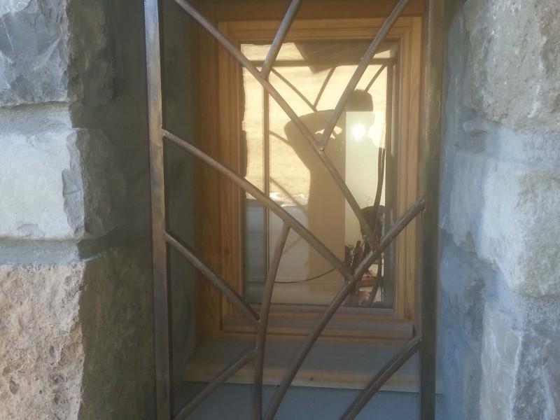 Grille de defense Alpes-Maritimes création-artisanal ferronnerie métal porte fenêtre Nice 06 paca
